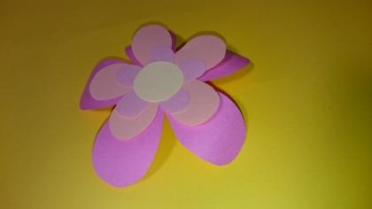 重ねて簡単お花の胸飾り!