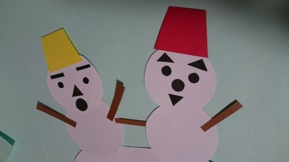 「どんな表情になるかな?!違いが楽しい、壁面に並べて可愛い雪だるま」